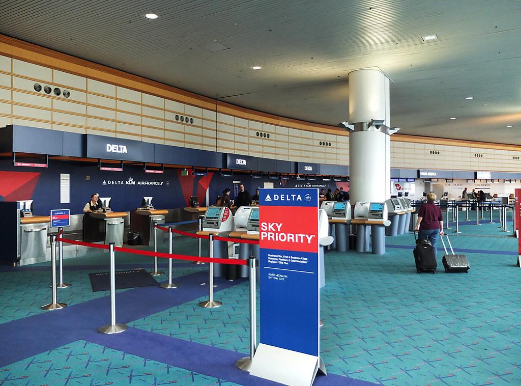 PDX  Portland International Airport  Delta CheckIn