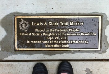 lewis and clark trail marker