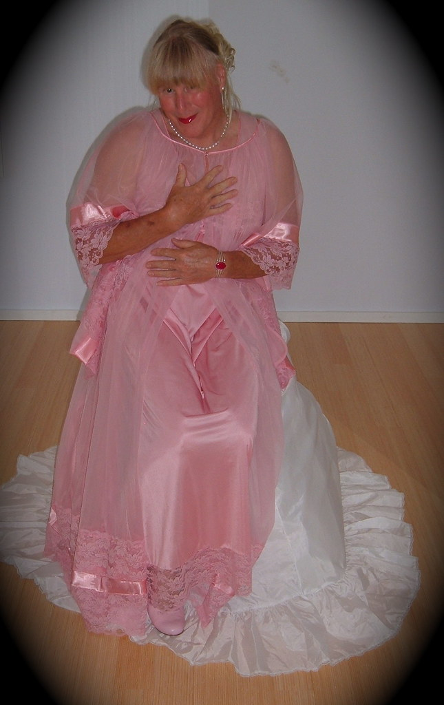 DSCF1445  Pink Jenelle of California peignoir set
