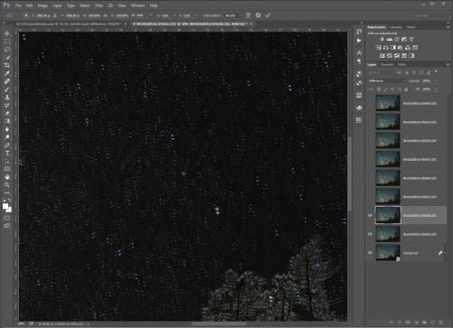 Stap 11 - Zo ziet een niet uitgelijnde foto eruit. Het is de bedoeling dat de sterren exact op elkaar liggen. Dat is zichtbaar doordat ze op dat moment niet meer zichtbaar zullen zijn.