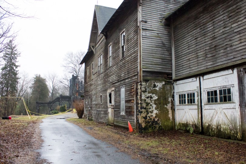 rocky-hill-castle-chadds-ford-fire-damage-driveway