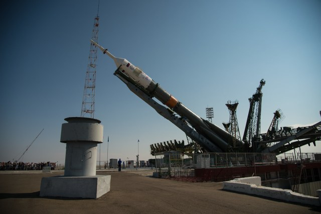 Expedition 48 Soyuz Rollout (NHQ201607040135)