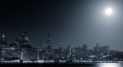 San Francisco Moonset | The (nearly) full moon begins its ...