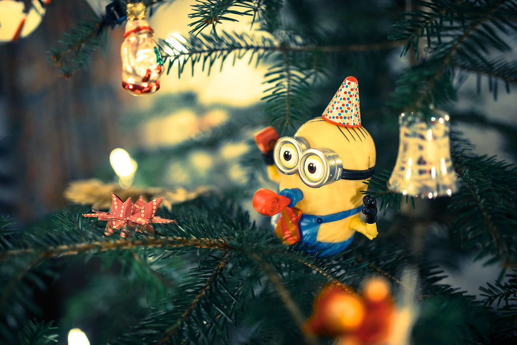 Hd Wallpaper Girl Christmas Christmas Tree Minion My Sister Got A Minion As