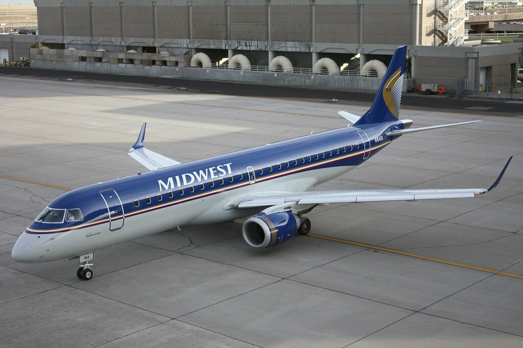 N164HQ Midwest Airlines Embraer ERJ 190 At KDEN Midwest