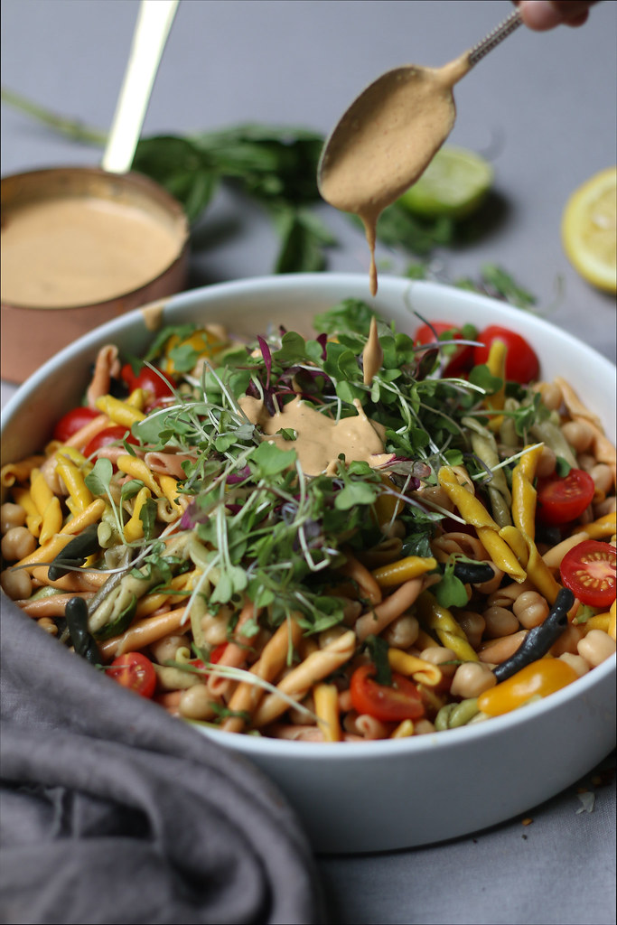 Chickpea-Cherry Tomatoes-Basil Pasta Salad in a Peanut-Curry Dressing |foodfashionparty|