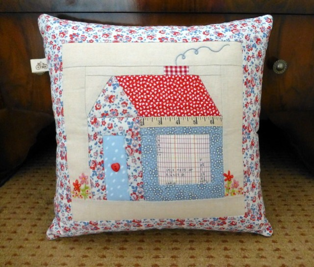 Foundation Pieced Schoolhouse Cushion Class Sample