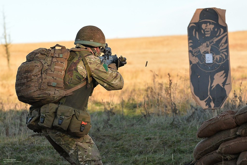 Desert 3d Wallpaper Paratrooper Firing At A Target On Exercise A Paratrooper