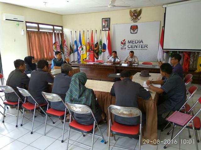 Suasana Rapat Pleno KPU Kabupaten Tulungagung (29/8)