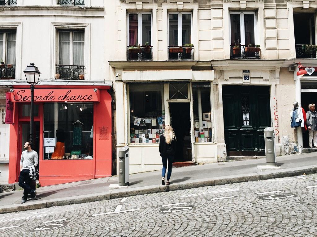 bookstore montmatre paris