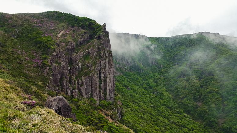 HALLASAN // Hiking the Yeongsil Trail in Hallasan National Park