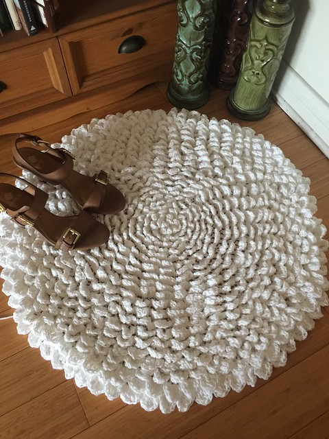 The Madeline Flower Crochet Rug free pattern from Karla's Making It www.karlasmakingit.com