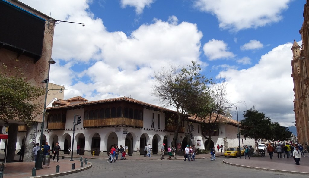 Parque Abdon Calderon Cuenca Ecuador 03