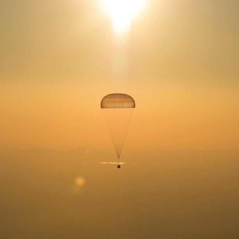 Expedition 48 Soyuz TMA-20M Landing (NHQ201609070014)