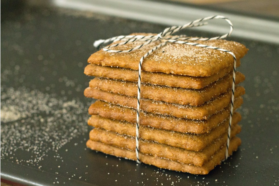 homemade graham crackers, wrapped in twine and ready for gifting