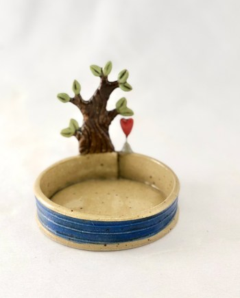 litte ceramic tray with a tree and a heart
