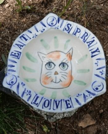handmade cat bowl that says eat spray love