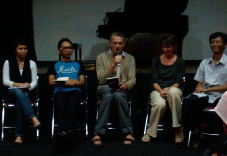 Peluncuran Anak Kesembilan di LIP Yogyakarta. Dari kiri-kanan: Saphira Zoelfikar (penerjermah), Antariksa (moderator), Ferenc Barnás (pengarang), Katalin (penyelaras), Anwar Holid (penyunting)