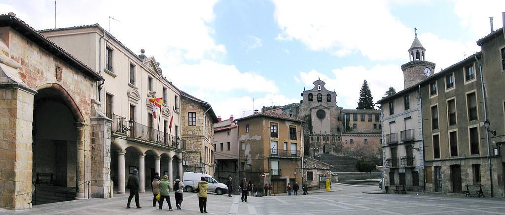 Burgos Plaza del Ayuntamiento Oña 01