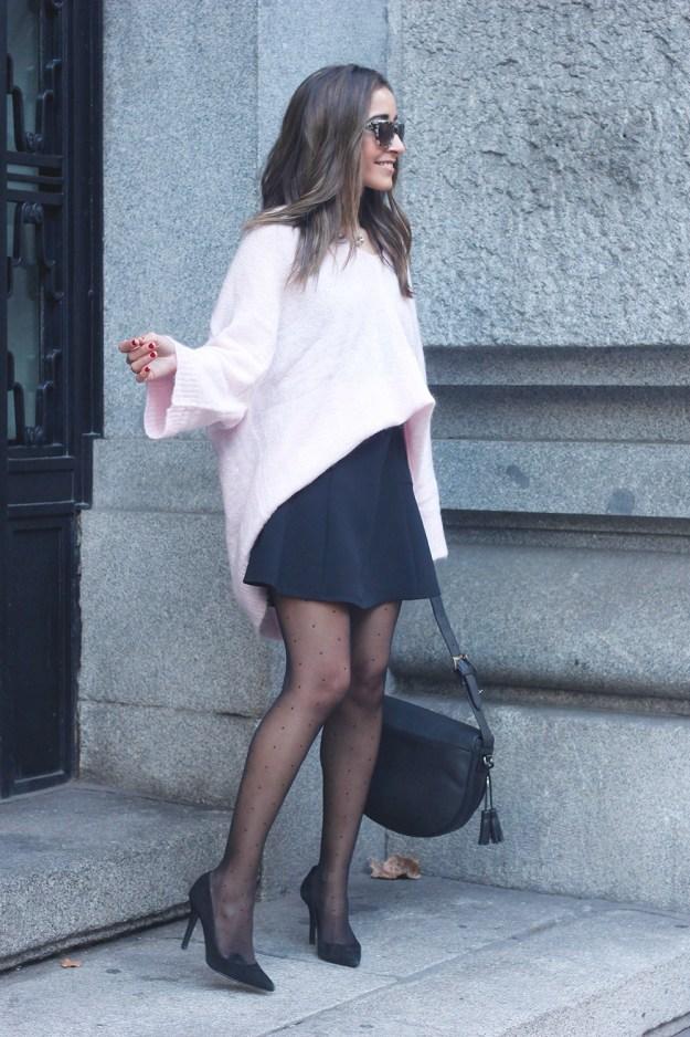Pink sweater black skirt bulgari ring gloria ortiz bag heels outfit styel fashion02