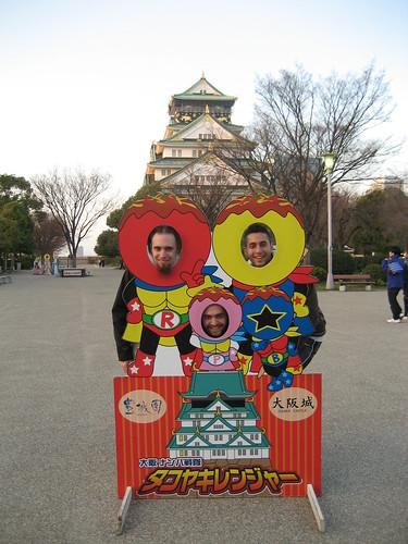 Día 2: Japón (Osaka: Umeda con Sky Building y Hep Five, Castillo Osaka, Tennoji con Templos Shintenno e Isshin, ShinSekai y Torre Tsutenkaku, cena pez globo, etc).