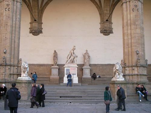 Logia dei Lanzi en la Piazza della Signoria. ViajerosAlBlog.com.