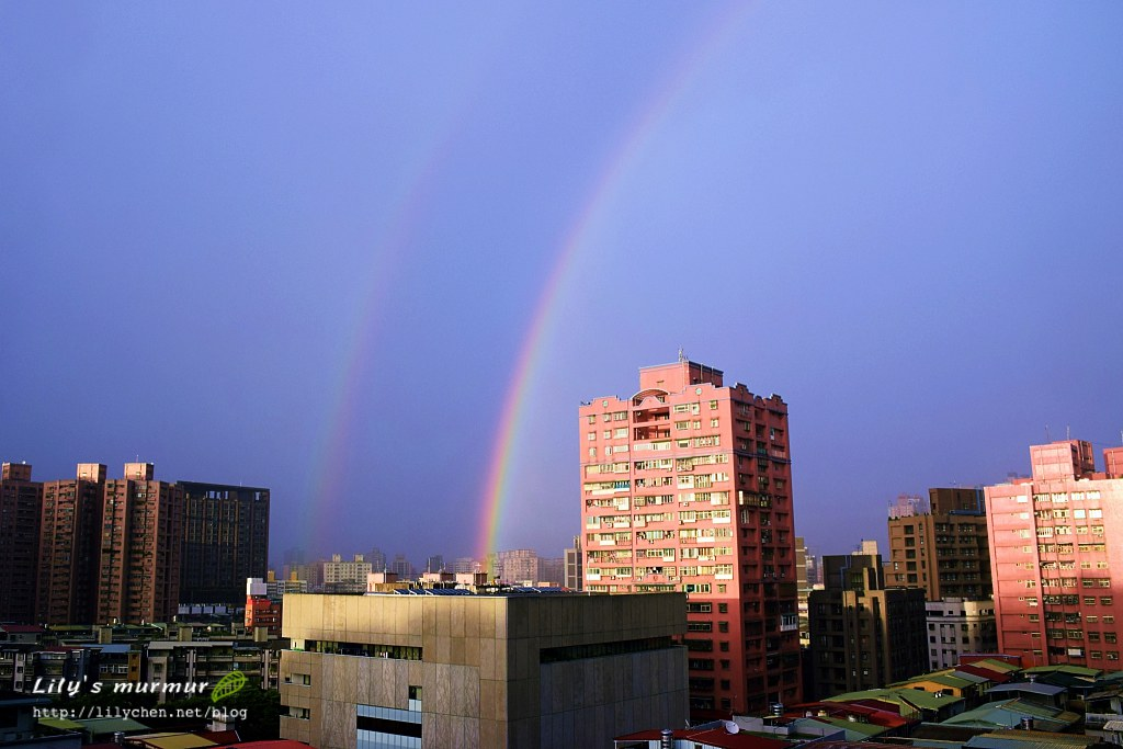 第一次在家中看到雙彩虹,很興奮!