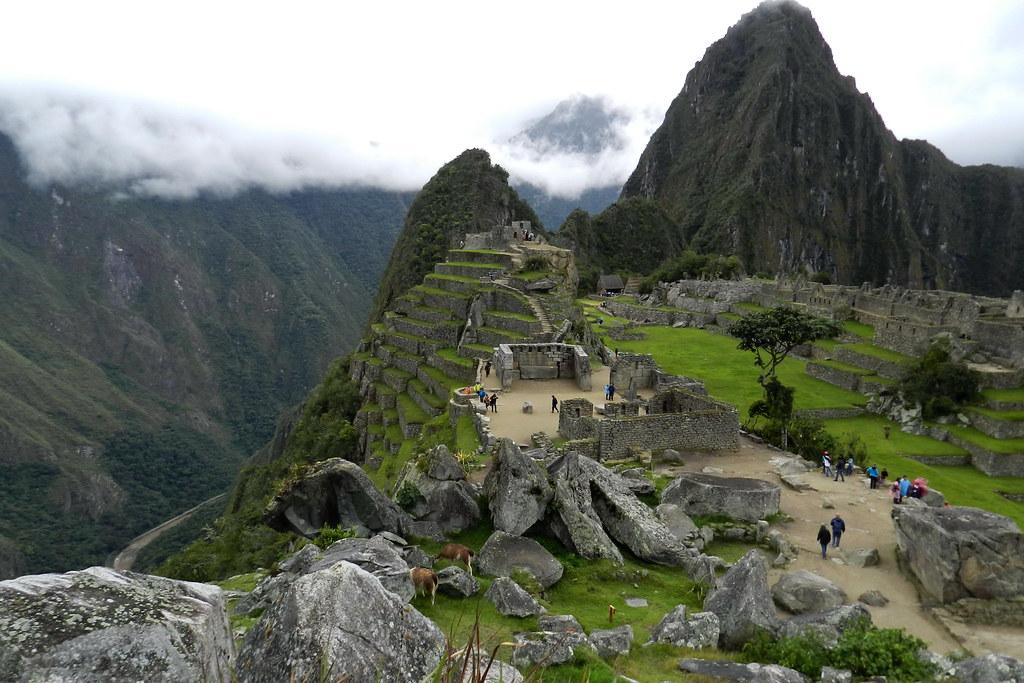 Peru Machu Picchu Plaza Sagrada 01