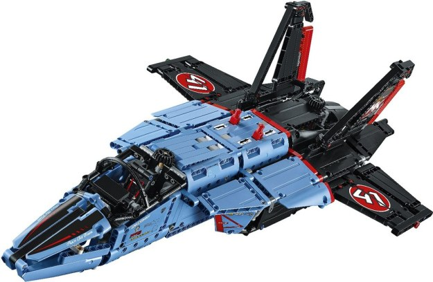 huge lego technic fighter jet and more revealed for 2017. Black Bedroom Furniture Sets. Home Design Ideas