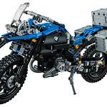 LEGO Technic 42063 BMW R 1200 R Adventure 08