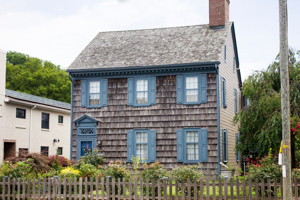 delaware-lewes-garden-historic-wood-house