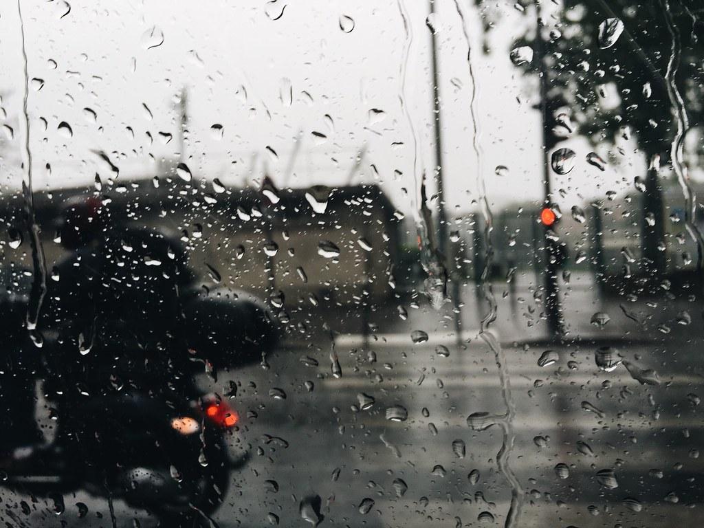 paris rain taxi