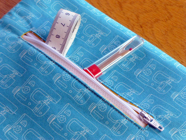 Travel Sewing Pouch (Pretty Patches July16)