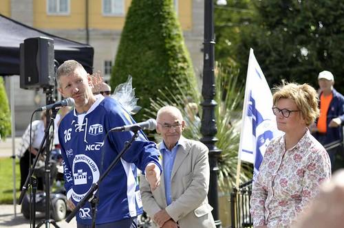 Borgias ordförande Marcus Johansson. Kommunalrådet Karin Jonsson till höger invigde.