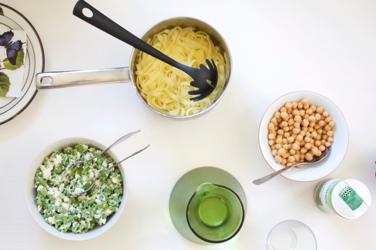Pasta with feta and peas