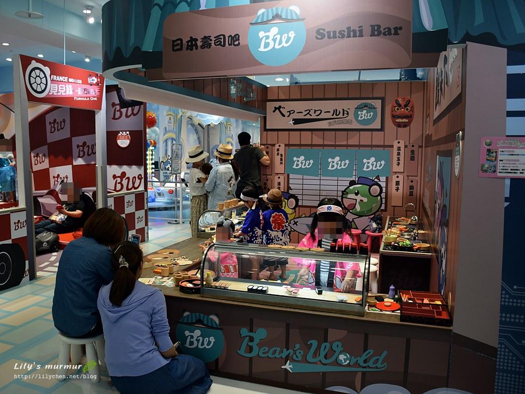 日本壽司食堂,小廚師們忙得很有模有樣喔!