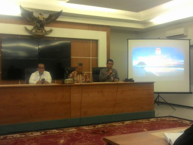 Arief Budiman saat menyampaikan paparannya saat rakor(20/10)