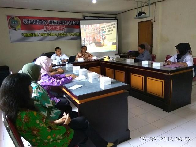 Suasana Rapat Koordinasi antara KPU dan Bakesbangpol Tulungagung (8/9)