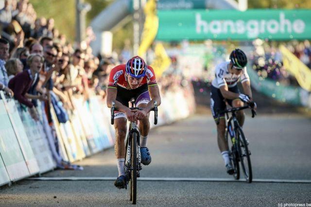 van der poel wins with the last of his