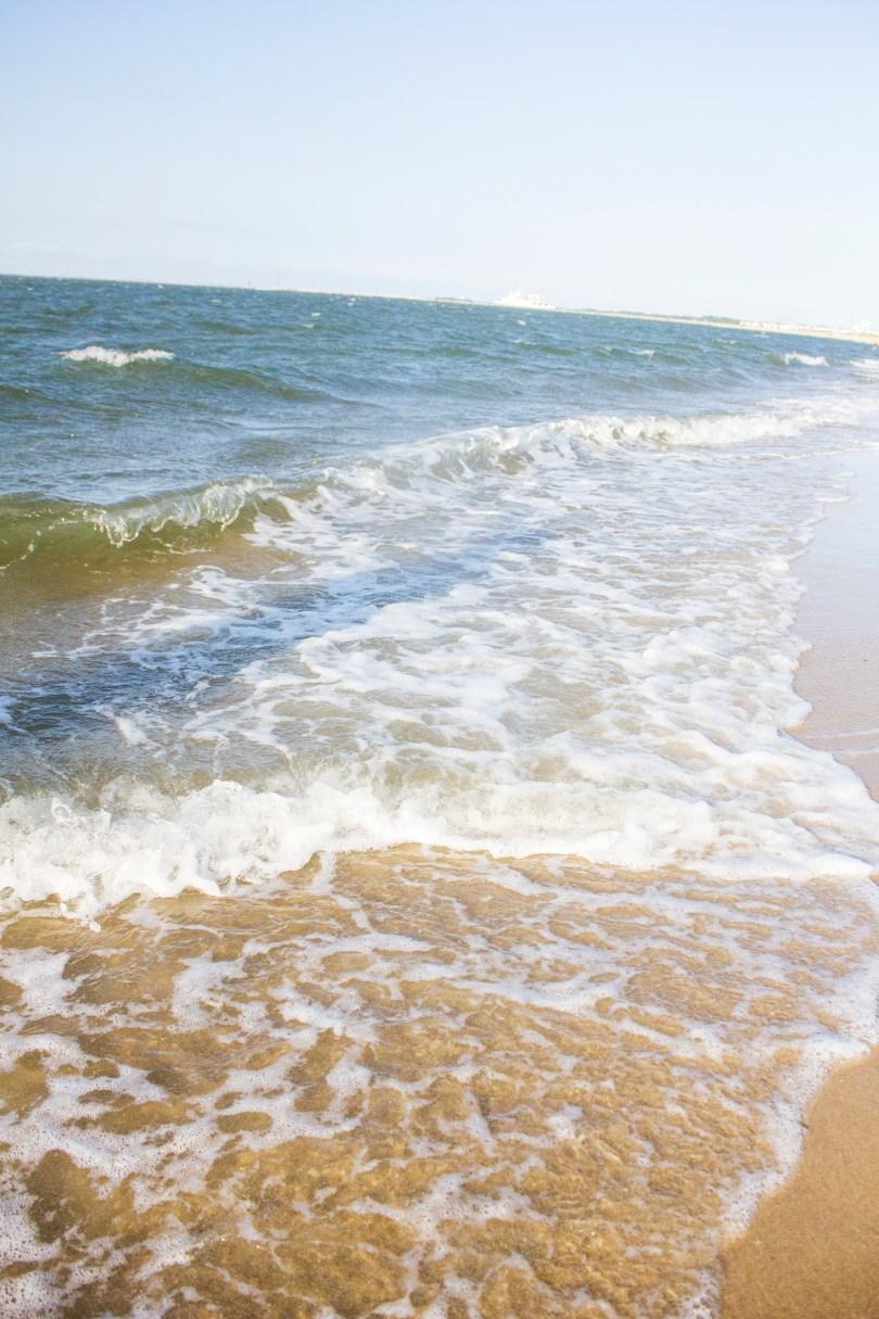 lewes-beach-waves-ship