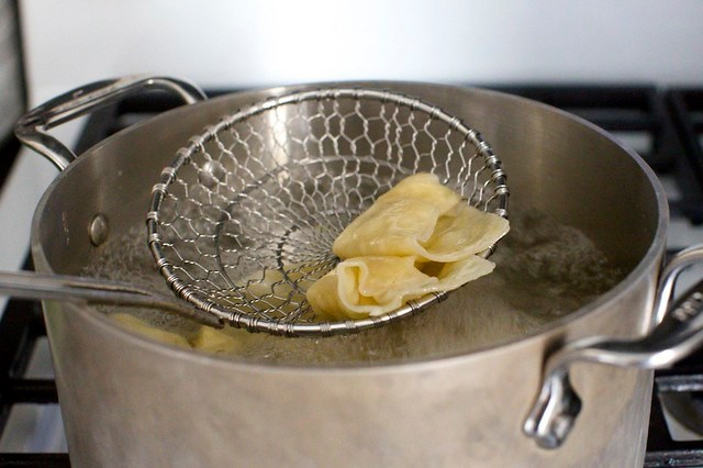 boiling the wontons