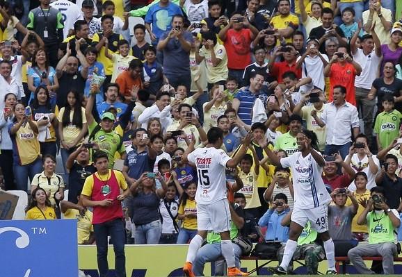Ronaldhino festeja una de sus anotaciones con Querétaro, en el partido ante América el pasado 18 de abril. Foto Víctor Camacho