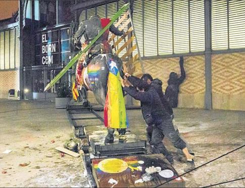 16j21 Estatua Franco a cabalo en el Borne Foto Manolo García variante Uti 485