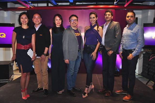 Hooq Brand Ambassador Megan Young  with Hooq's officer Sheila Paul, Jeff Remegio, Jane Cruz-Walker, Peter Bithos, Krishnan Rajagupalan and Ravi Vora 2