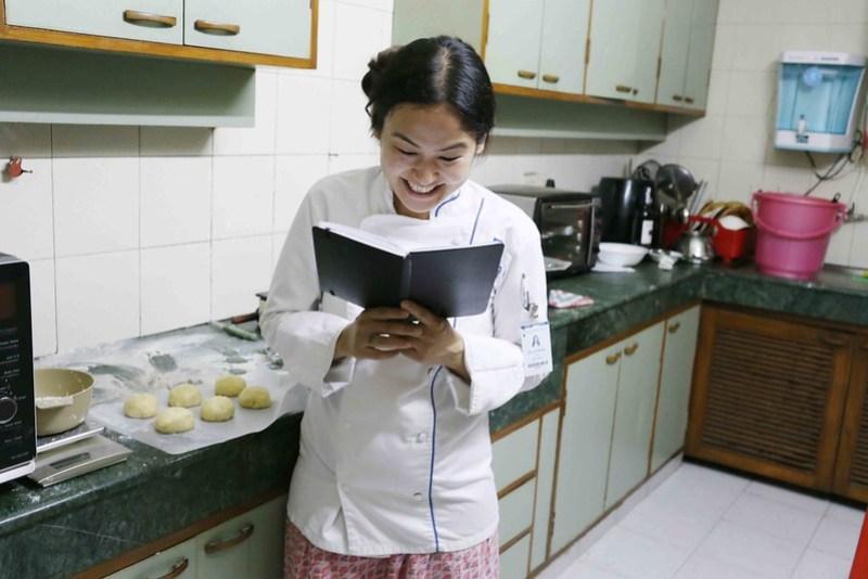 Julia Child in Delhi – Liter Basar Makes Cordon Bleu's Brioche, Hazrat Nizamuddin East