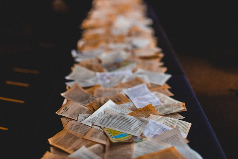 Low-key literature-themed wedding from @offbeatbride