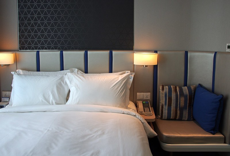 queen bed - holiday inn express singapore katong