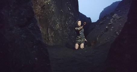 8.-Björk --- Negro-Lake-(Foto-crédito --- Andrew-Thomas-Huang)