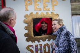 couple peep show