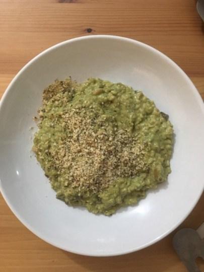 risoto com pesto e parmesão vegan por cima